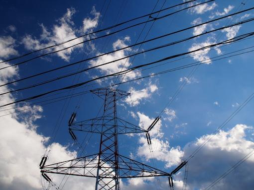 鉄塔と電線と空